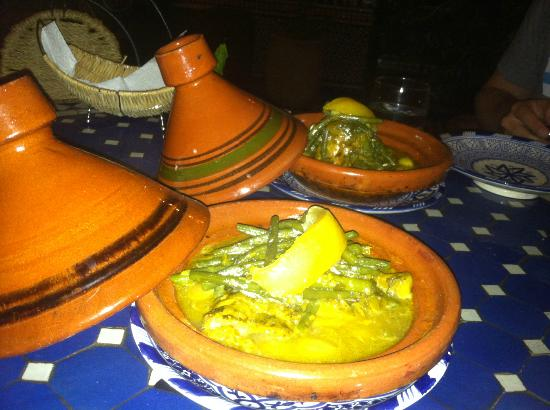 Riad Ahlam: Chicken, lemon and olive tangine. Loved it!