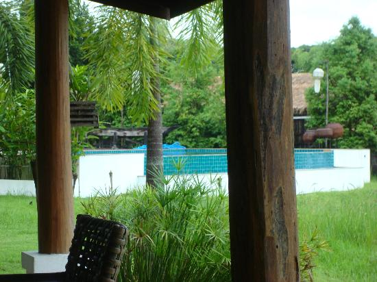 The Puka Boutique Resort: inviting pool. view from restaurant.