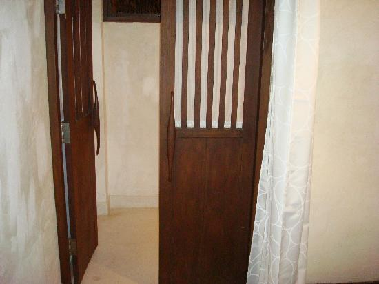 The Puka Boutique Resort: door to bathroom.