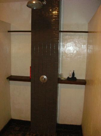 The Puka Boutique Resort: yes this is the shower