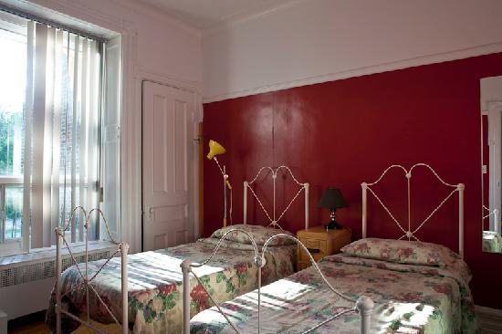 Gite du Parc Lafontaine Guest House: CHAMBRE LITS SIMPLES