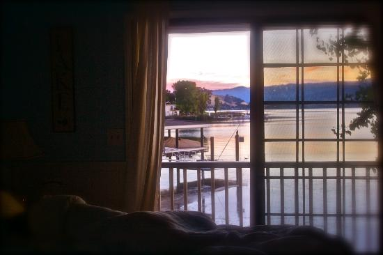Clear Lake Beach House Suites: View from Nautical suite