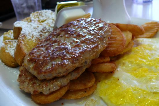 Bear Paw Cafe : eggs, sausage, home fries & french toast