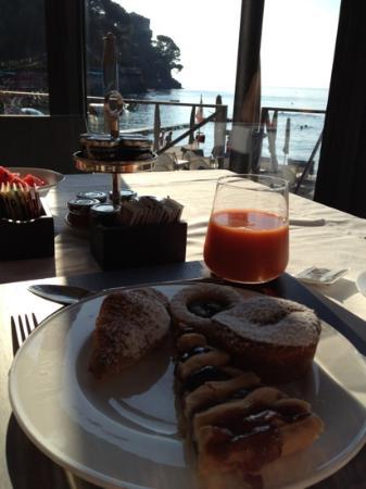 Eight Hotel Paraggi: Petit déjeuner avec vue sur la plage