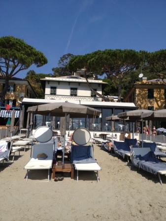 Eight Hotel Paraggi: L'hôtel vu depuis la mer