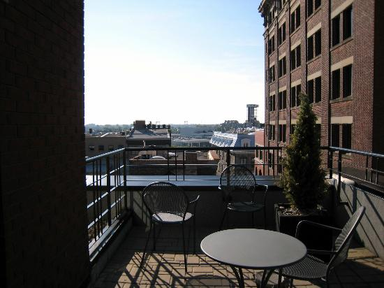 SpringHill Suites Old Montreal: Huge patio with our suite
