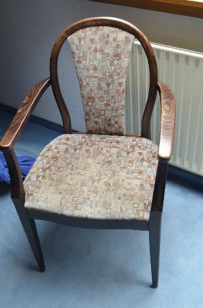Hotel Bergmeister: sedia vecchia e sporca