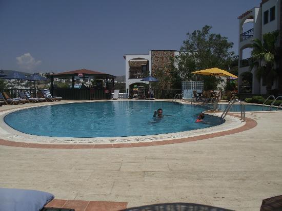 Tatlises Paradise Apart Hotel: Pool