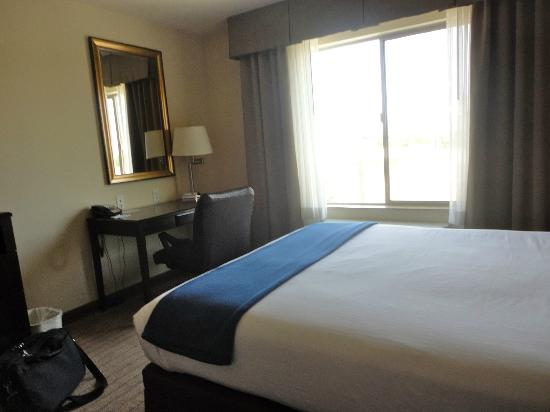 Holiday Inn Express Hotel & Suites Merced: Sit at the desk w/AC going is freezing!