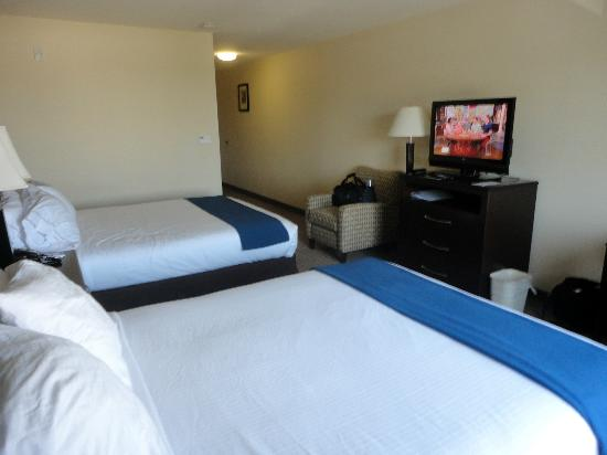 Holiday Inn Express Hotel & Suites Merced: Two Queen Room