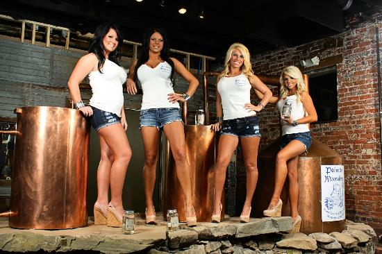 Anderson, Carolina del Sur: Palmetto Moonshine Girls