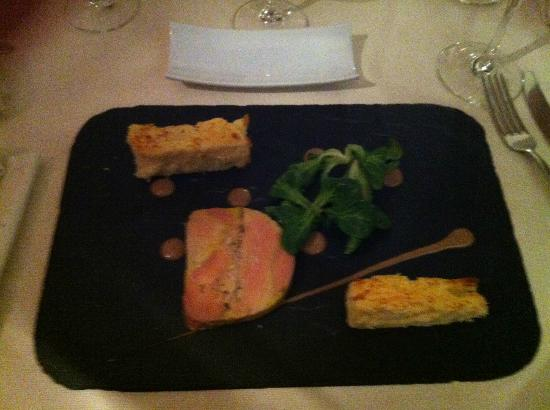 Le Charles Livon: Brioche maison, foie gras + vinaigrette à la truffe