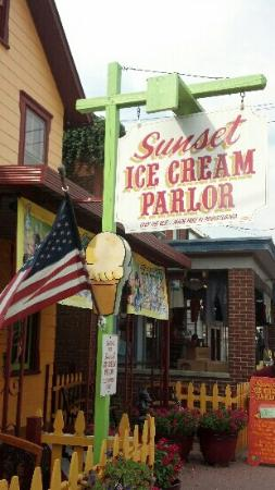Sunset Ice Cream Parlor: Sunset Ice Cream