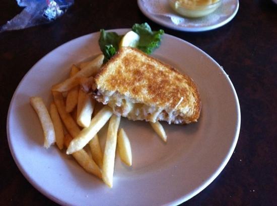 Sebastian's Bar & Grill: crab melt sandwich