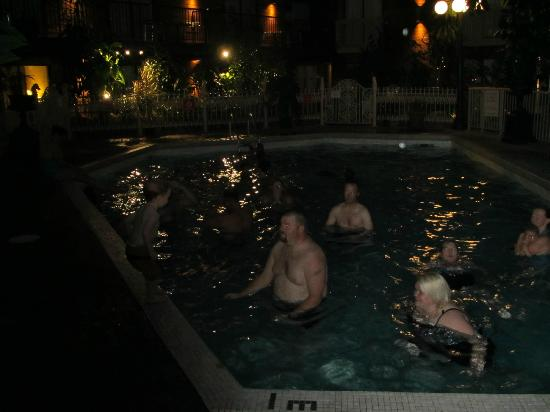 Vernon Atrium Hotel and Conference Centre: pool at nite