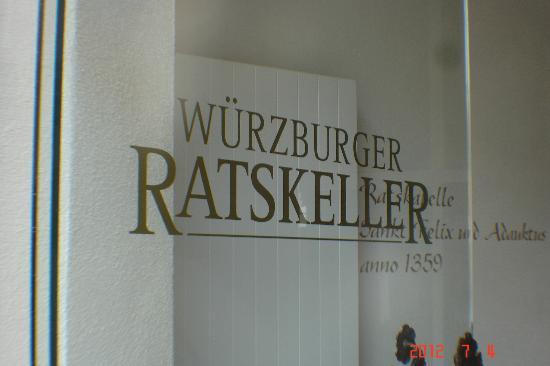 Ratskeller Wurzburg: Front door