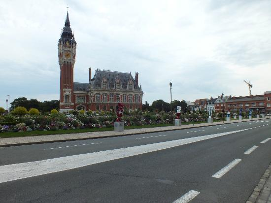 Hotel de Ville : View from opposite side of the road.