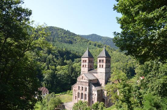 Le Schaeferhof : the nearby church