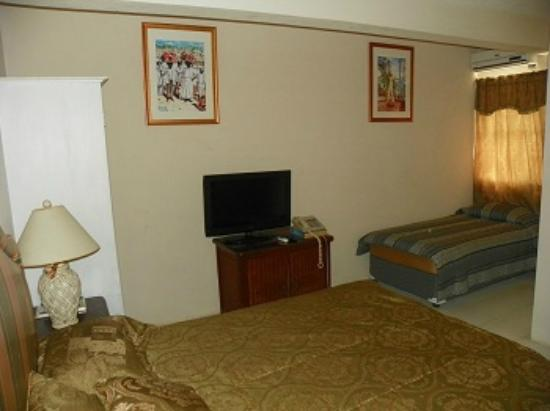 Emerald Ridge Guest House: Double and Single bed
