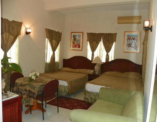 Emerald Ridge Guest House: Double Queen with sofa bed