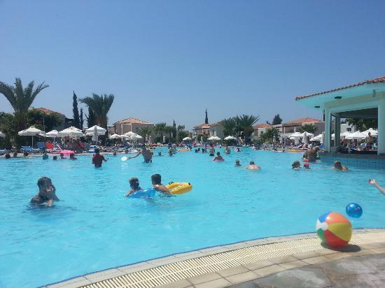 Avanti Village : pool