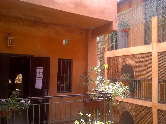 La Villa Racine : View of the semi-outdoor hallways