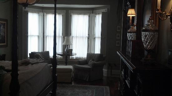 The Inn on Negley: View toward sitting area in Cortland Suite