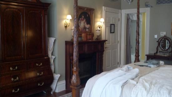 The Inn on Negley: Fireplace and armoire in Cortland Suite