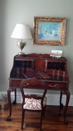 The Inn on Negley: Desk in Cortland Suite