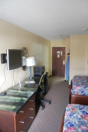 Days Inn College Park/Atlanta /Airport South: Room3