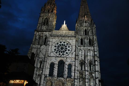 Les Chandelles Bed & Breakfast : Chartres Cathedral