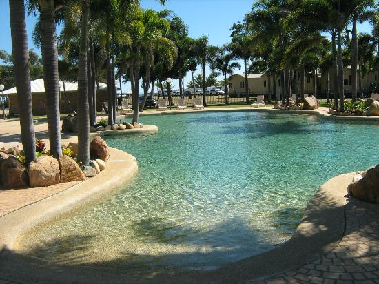 Pool picture of rollingstone beach front resort for Pool show qld