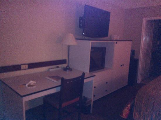 The Hotel Blue: TV y chimenea decorativa