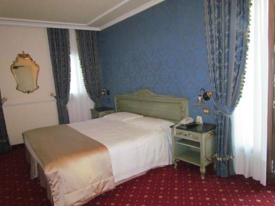Hotel Violino d'Oro: Our Room