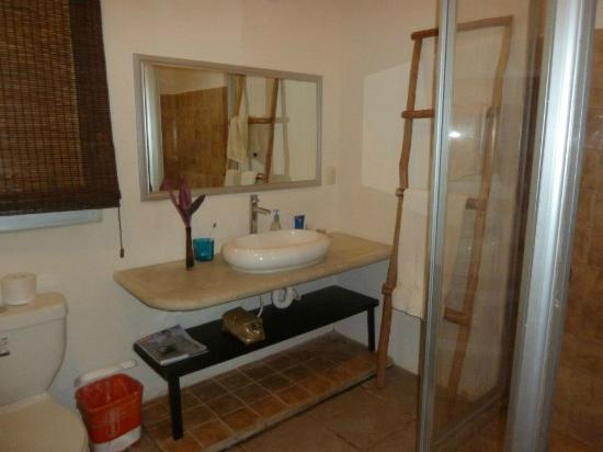 Villas Geminis Boutique Condo Hotel: Bathroom in 1 bed apt