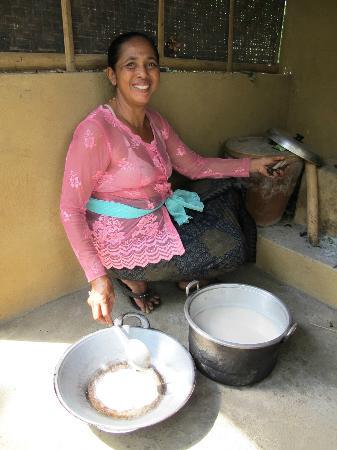 Payuk Bali Cooking Class: Belajar membuat minyak kelapa dan kopi tradisional