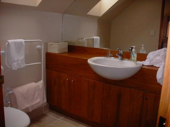 Whitestone Cottages: Bathroom