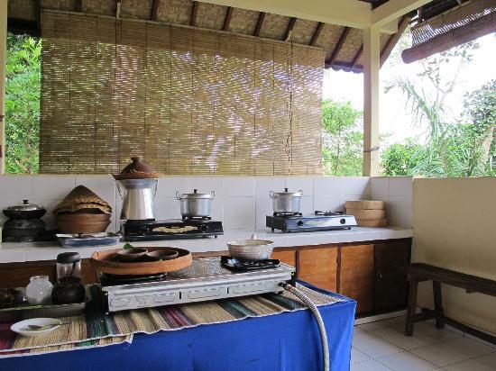 Ketut's Bali Cooking Class: Peralatan memasak yang tradisional dan juga modern