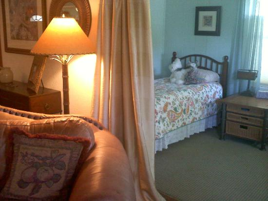 Arbor House Country Inn: Cottage--twin bedroom off the Living Room.