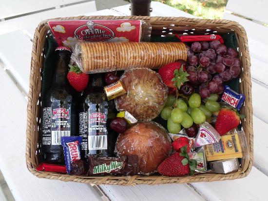 "Arbor House Country Inn: Our ""Welcome Basket"". Complimentary with each reservation."
