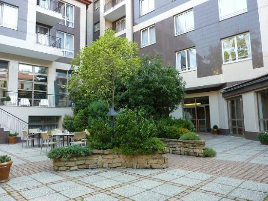 Adina Apartment Hotel Budapest: 中庭があり快適です