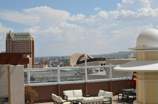 Doubletree Hotel El Paso Downtown/City Center: View from 7th Floor Sunset Deck