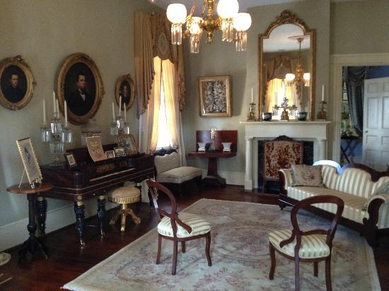 Historic Oak Hill Inn: Parlor room