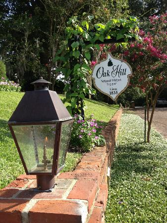 Historic Oak Hill Inn: Home sign