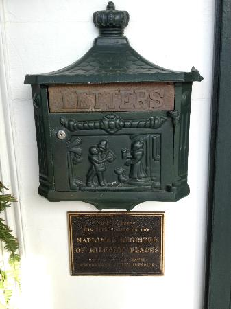 Historic Oak Hill Inn: Historical Register & Mailbox