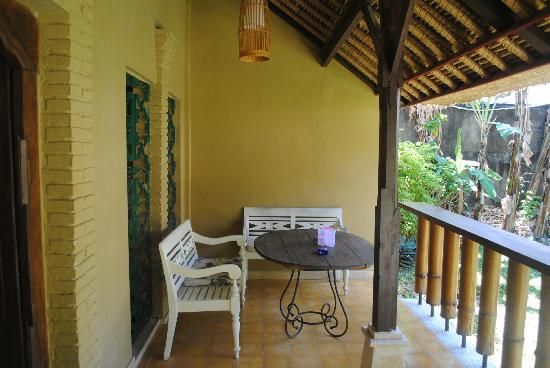 Three Brothers Bungalows: balcony (deluxe fan room)