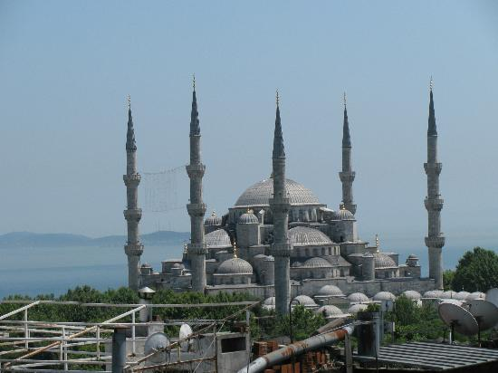 Aldem Hotel: View of Blue Mosque from Terrace