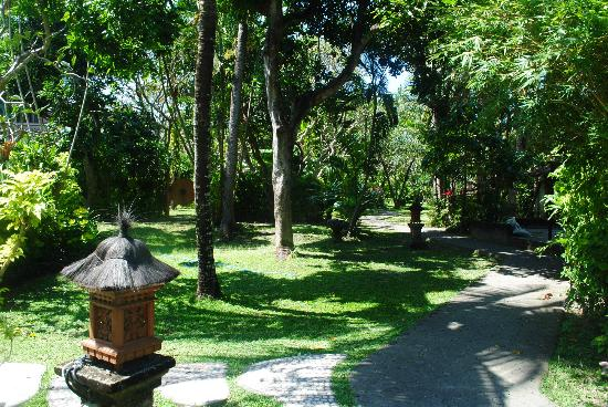 Three Brothers Bungalows: grounds