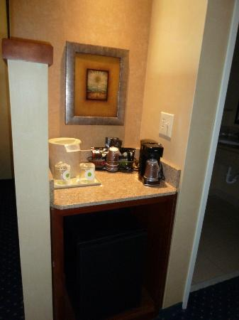 Courtyard Amarillo: Coffee area