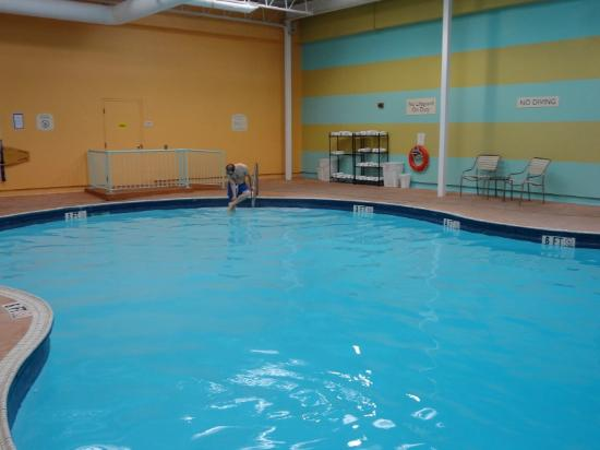 Fairfield Inn & Suites Belleville: Shallow end of large indoor pool - very warm